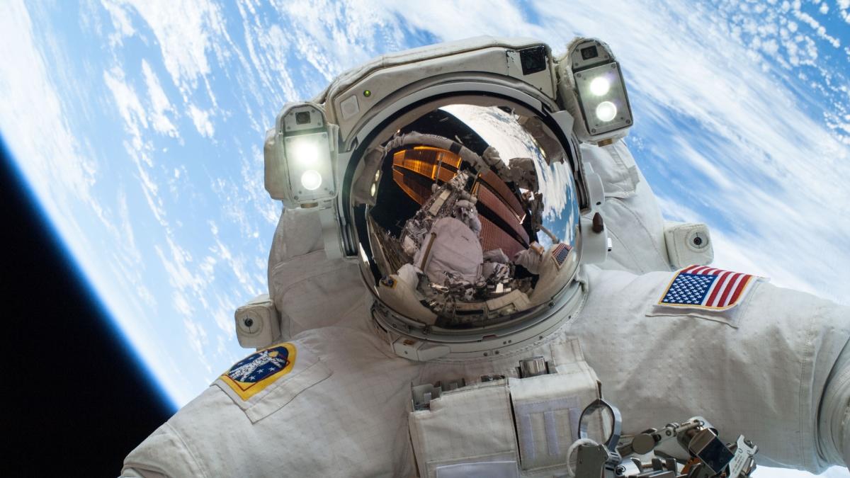 Nasa Astronaut Wallpapers Top Free Nasa Astronaut